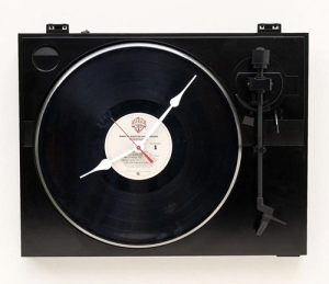 recycled-turntable-clock_1